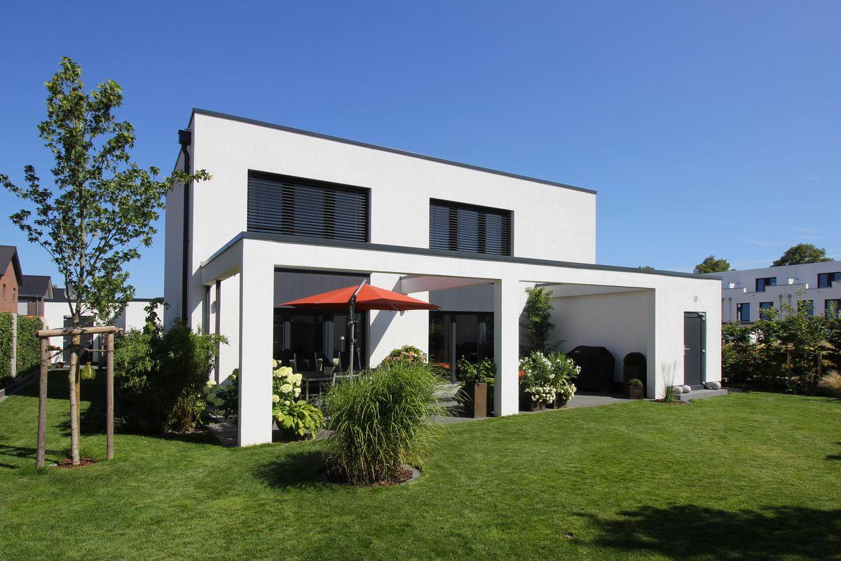 Puristisch, stilvoll und werthaltig – die Fischer-Bau GmbH setzt auf moderne Architektur, die sich mit moderner Energietechnik vereint.